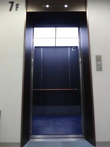 エレベーター内装